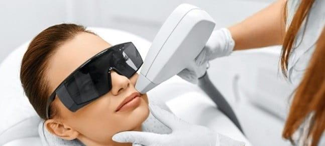 آسیب دیدگی چشم از عوارض لیزر موهای زائد