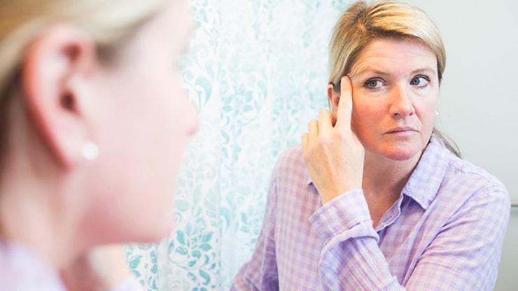 چه کسانی شرایط قرار گرفتن تحت عمل جراحی لیفت پلک چشم را دارند